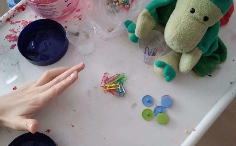 Zabawy dla dzieci z wykorzystaniem żelu do włosów