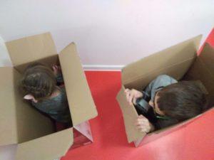 Zabawa dzieci w pudłach, fot. Marta Uszko-Baraniak